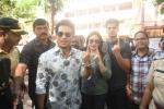 PHOTOS: 'మహారాష్ట్ర' ఎన్నికల్లో కుటుంబంతో ఓటు వేసిన సచిన్