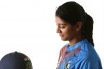 మీరు ఒంటరిగా ఉన్నారా?: అభిమాని ప్రశ్నకు స్మృతి మంధాన చిలిపి సమాధానం
