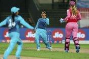 Women's T20 challenge 2020: సూపర్ నోవాస్ గెలుపు.. ఫైనల్లో హర్మన్ X స్మృతి.. మిథాలీ ఔట్