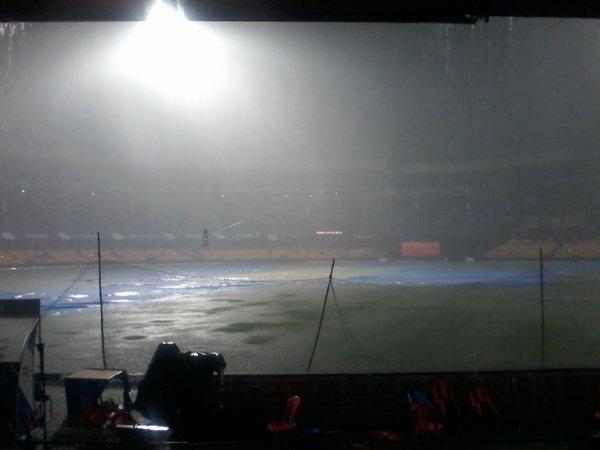 Ipl 2015 Rain Threat Over Rcb Srh Match In Bengaluru