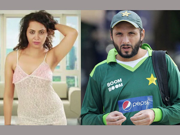 Model And Actress Arshi Khan Pregnant With Shahid Afridi S Baby