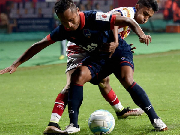 Ten Man Delhi Dynamos Eke A 2 2 Draw Against Atk