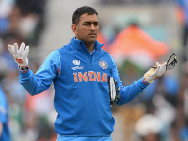 When Ms Dhoni Called Fourth Umpire On Ground During 2nd T20 Replace Bail