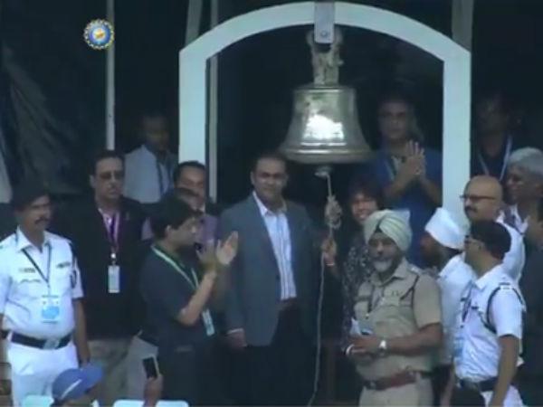 Watch Virender Sehwag Jhulan Goswami Ring Bell At Eden Garden