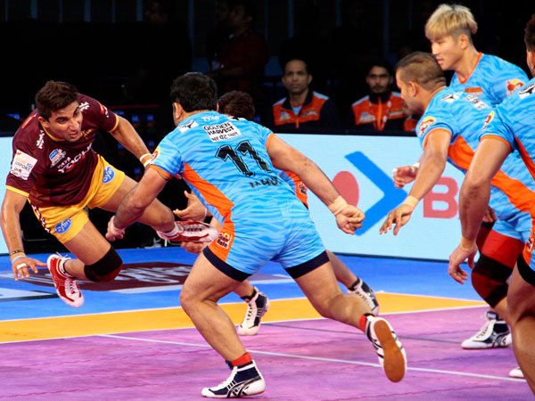Up Yoddha Bengal Warriors Play 26 26 Draw Haryana Steelers Beat Gujrat Fortunegiants