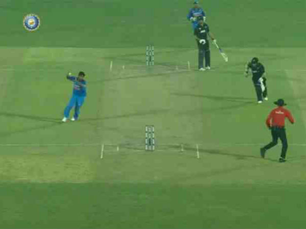 Watch Ms Dhoni Jasprit Bumrah Combine Inflict Game Changing Run Out