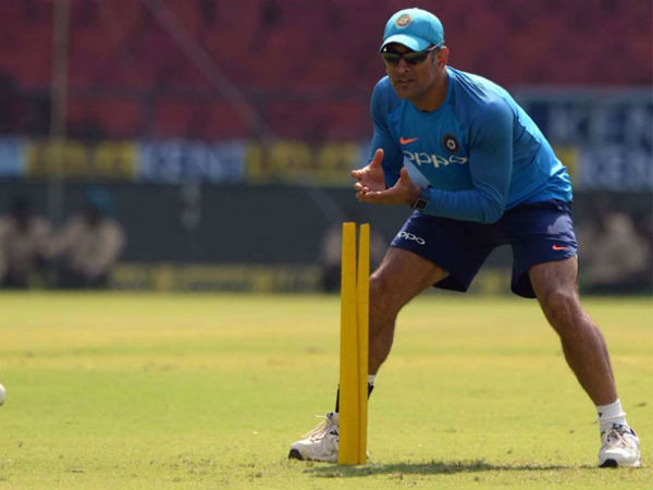 Icc S New Rule Can Get Mahendra Singh Dhoni Penalised Fake Fake Fielding Law