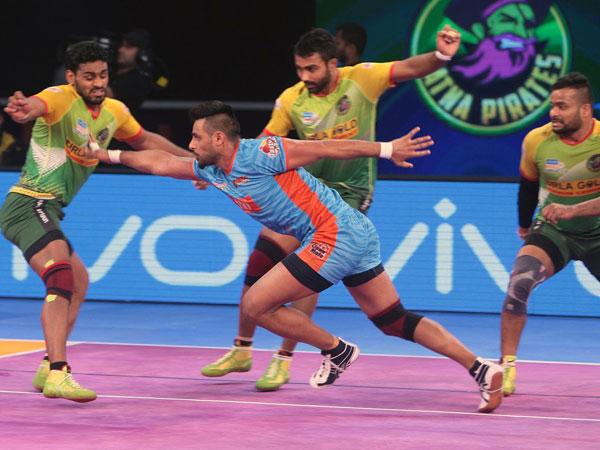 Pkl 2017 Patna Pirates Beat Bengal Warriors Enter Finals Pardeep Narwal Shines