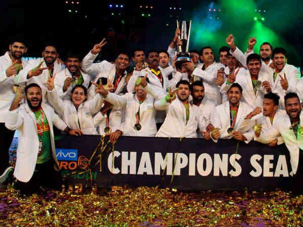Pro Kabaddi League 2017 Patna Pirates Make Hat Trick Titles Beat Gujarat In Final