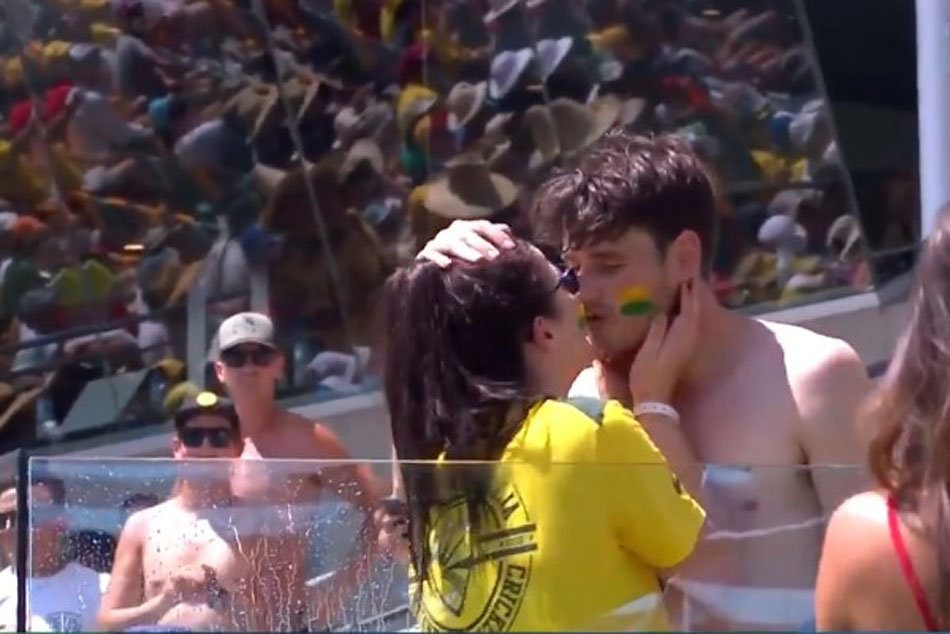 Ashes Couple Get Engaged The Gabba S Swimming Pool