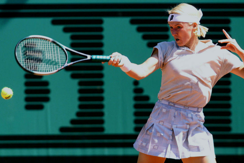 Former Wimbledon Champion Novotna Loses Battle With Cancer