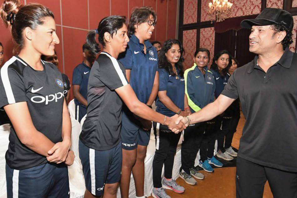 Sachin Tendulkar Meets India Women S Cricket Team Ahead South Africa Series