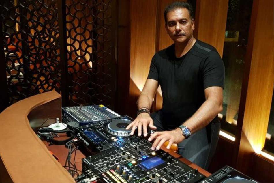 Ravi Shastri Sends New Year S Greetings Fans Calls Coach Dj Wala Babu