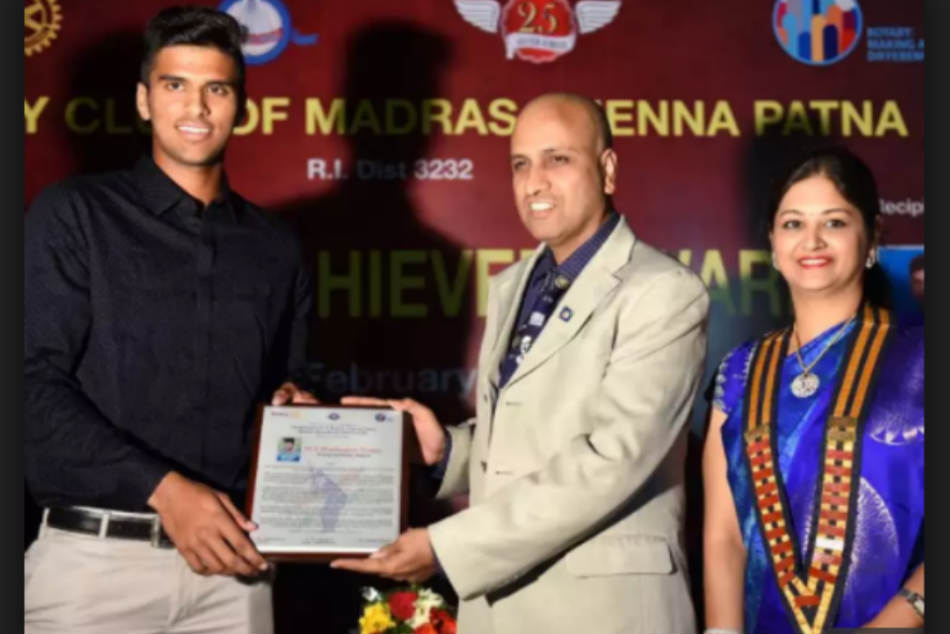 Washington Sundar Receives Young Achiever Award