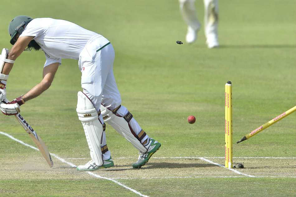 AB de Villiers helps South Africa edge ahead of Australia on the day the music died