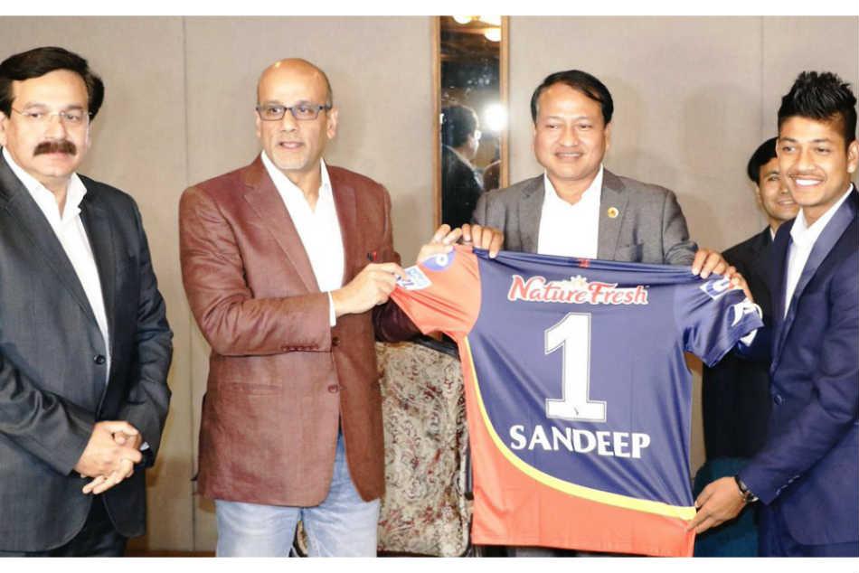 Ipl 2018 Nepal S Sandeep Lamichhane Receives Delhi Daredevils Jersey