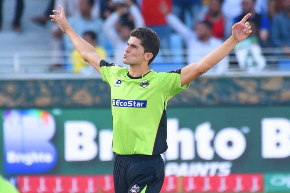 Shaheen Afridi wins hearts for showing respect to Shahid Afridi