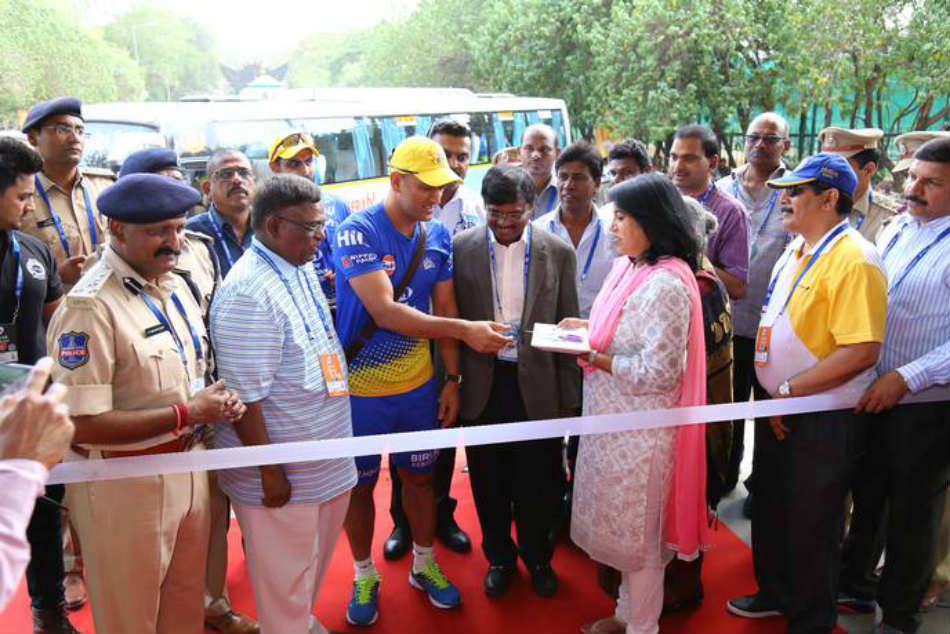 Dhoni Pays Tribute M V Sridhar