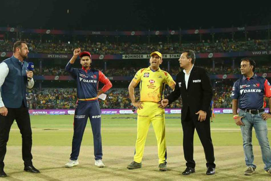 Watch Video Ms Dhoni Bursting Into Laughter During Dd Vs Csk Game