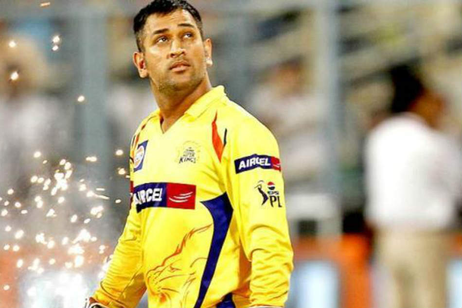 Chennai Super Kings Fan Stops Traffic Pune With Cut Out Ms Dhoni