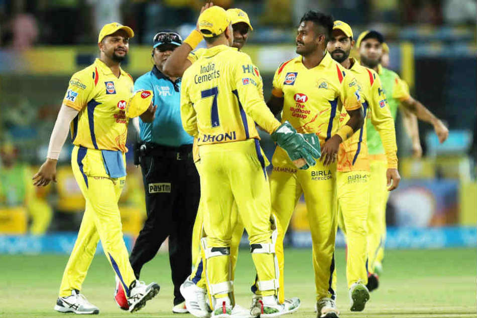 Dhoni urges Super Kings bowlers to improve their death overs effort