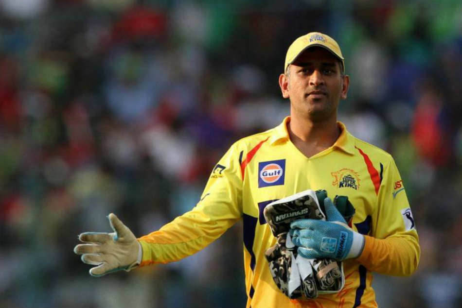 IPL 2018: MS Dhoni gets a special gift from Pune ground staff