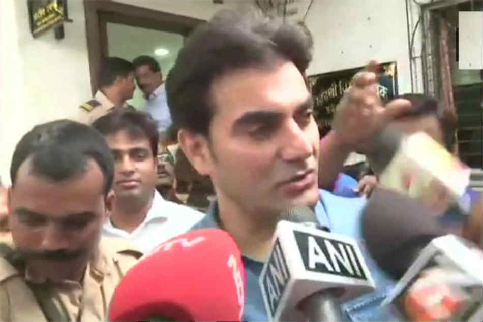 Ipl Betting Arbaaz Confesses Placing Bets Earlier Claims Cops