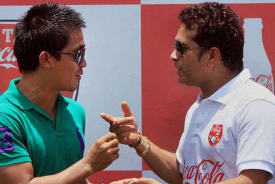 Let S Fill The Stadiums Sachin Tendulkar Backs Sunil Chhetri Plea To Support