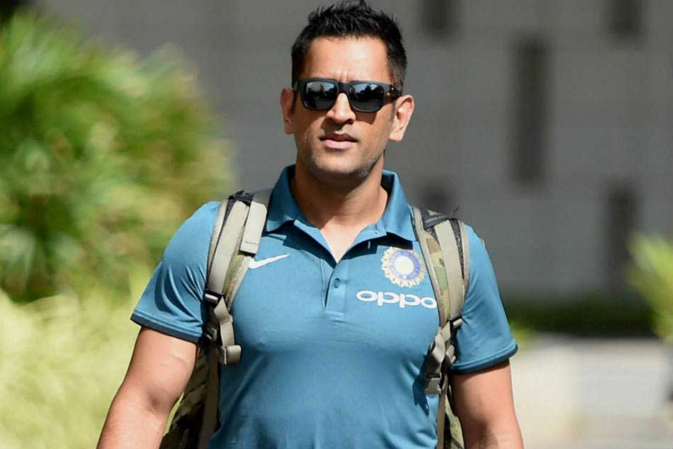 MS Dhoni reveals why he prefers handing over the trophy to the youngsters