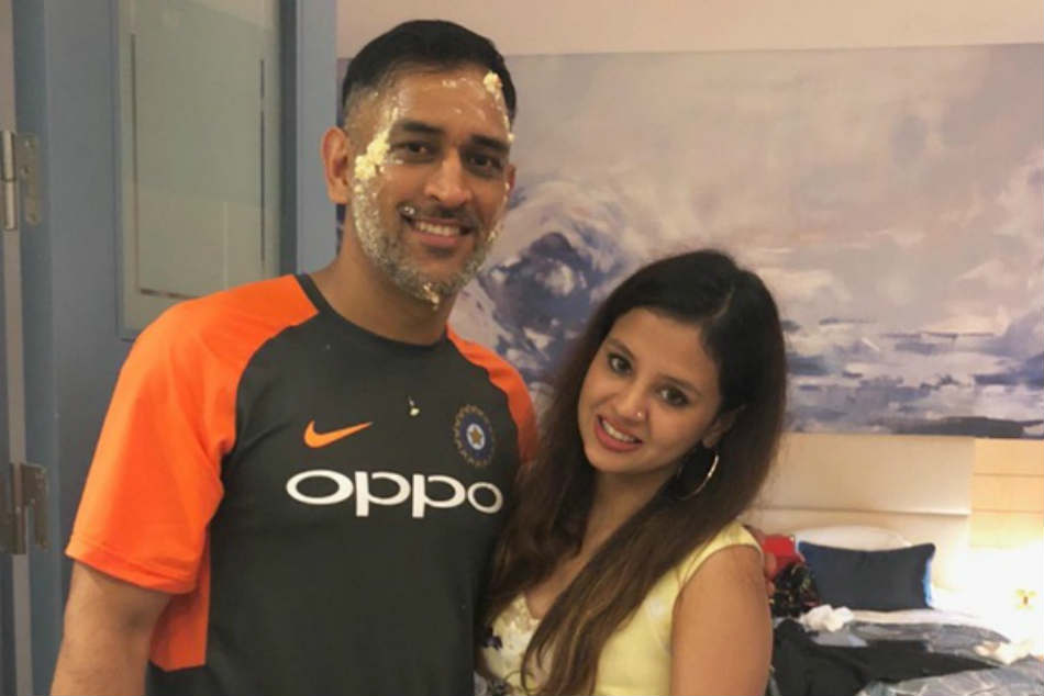 Sakshi Dhoni Tries The Instagram Ask Me Question Feature