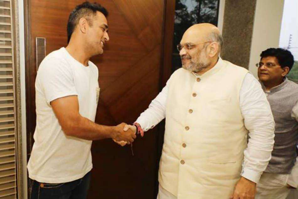 Amit Shah Meets Ms Dhoni Informs Him About Modi Govt S Works Since