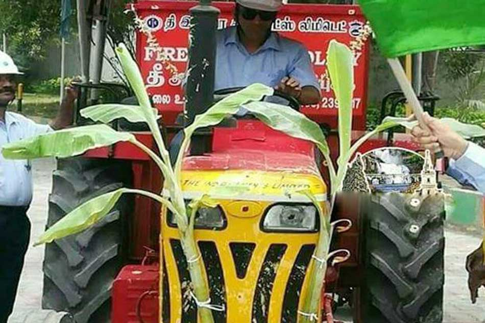 MS Dhoni Drives Tractor in Tirunelveli, Tamil Nadu