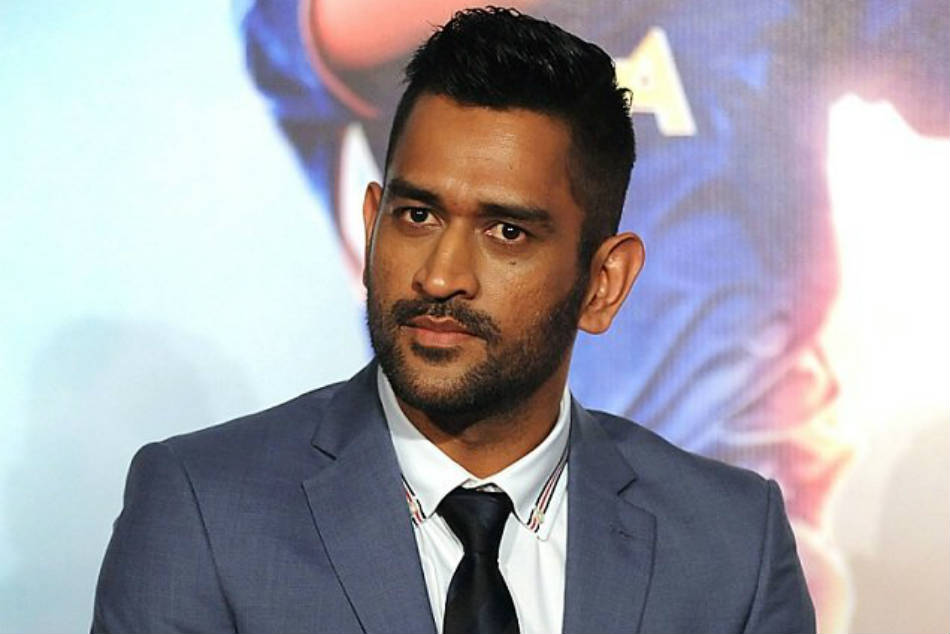 Ms Dhoni Hosted Two Bollywood Actors Dinner At His Residence