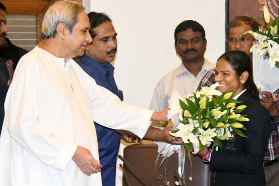 Odisha Chief Minister Naveen Patnaik Felicitates Ace Sprinter Dutee Chand