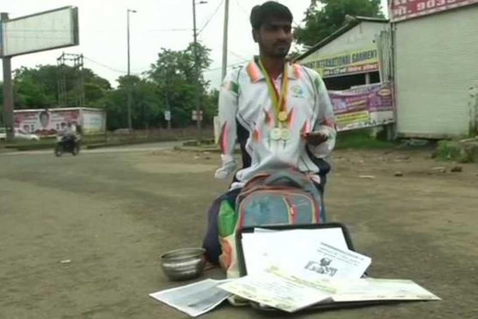 Unable to get job, disabled athlete begs on Bhopal streets
