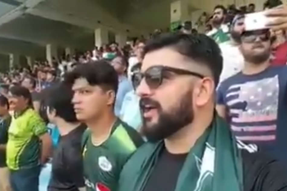 Pakistan Cricket Fans Singing Indian Nationalanthem Stadium