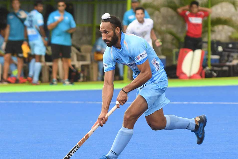 After Ending Hockey Career Sardar Singh Eyes Professional Golf