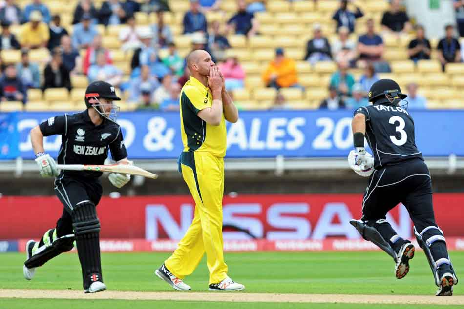 Australias John Hastings struggles with mystery lung condition
