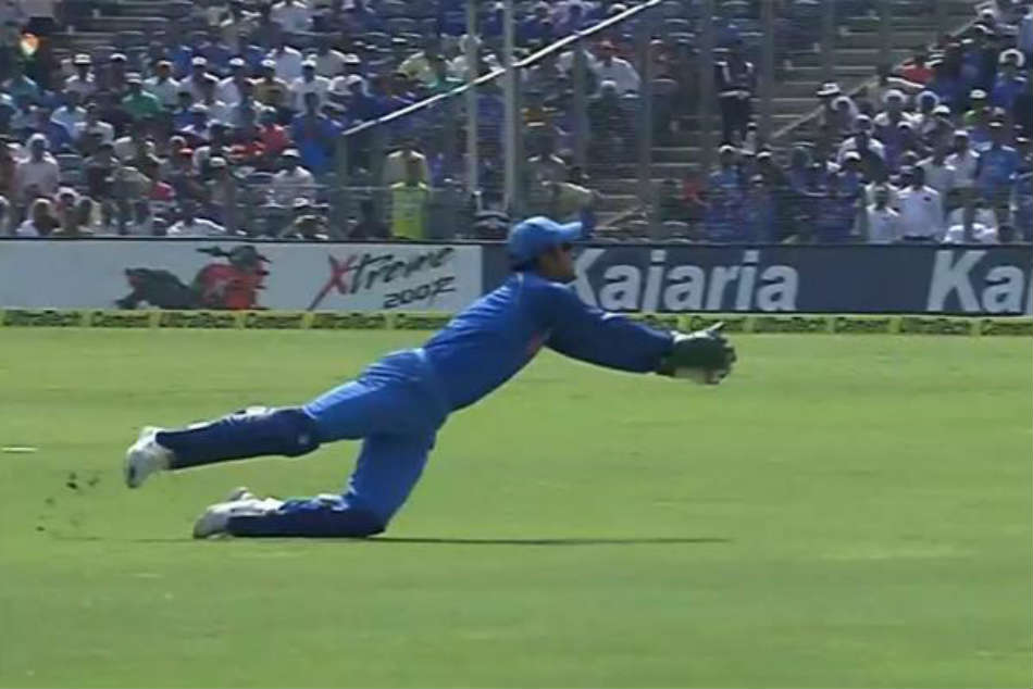 India Vs West Indies 3rd Odi At Pune Ms Dhoni Turns Back The Clock With A Stunning Catch In 3rd Odi