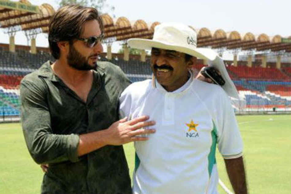 Javed Miandad Advises Cricketers Avoid Speaking On Political Issues