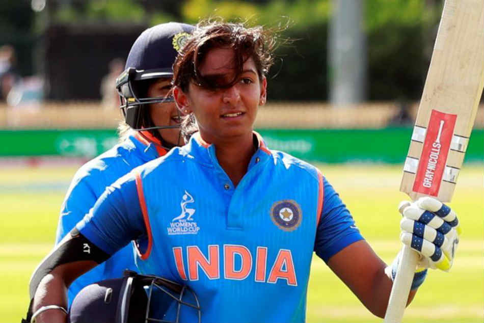 Harmanpreet Kaur Makes Sure The Ill Mascot Is Safe Hands Aftter The National Anthem