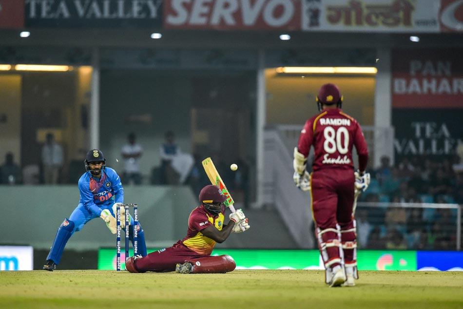 Sunil Gavaskar Sanjay Manjrekar Escape Serious Accident At Lucknows Ekana Stadium