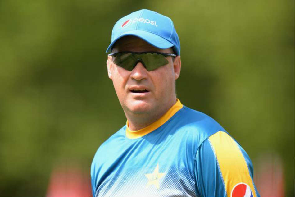 Pakistan coach Mickey Arthur demands apology from Cricket Committee chief Mohsin Khan