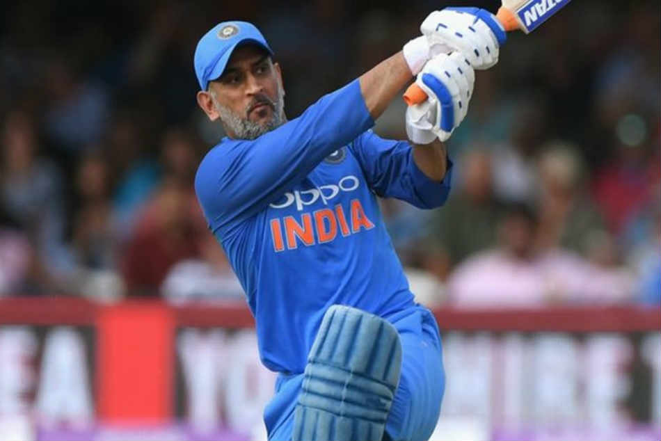 Wasim Akram backs MS Dhoni to play 2019 World Cup