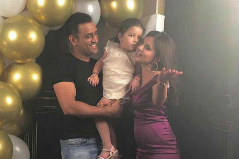 Hardik Pandya joins MS Dhoni and Ziva to celebrate Sakshis birthday