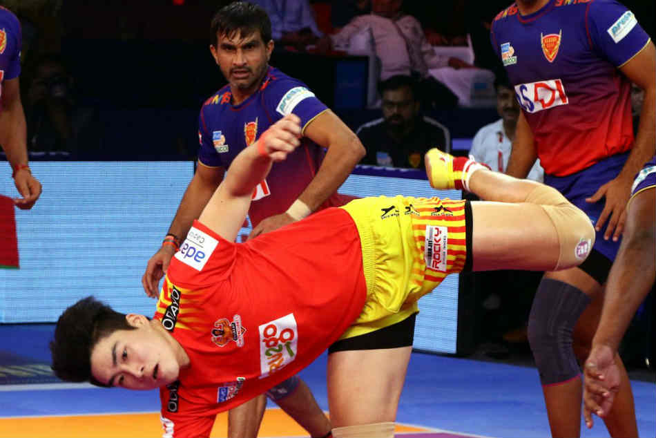 Gujarat Fortunegiants Beat Dabang Delhi Up Yoddha Draw Against Bengal Warriors