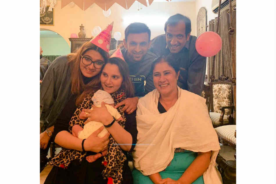 Shoaib Malik Shares Heart-Warming Photo With Sania Mirza On Her Birthday