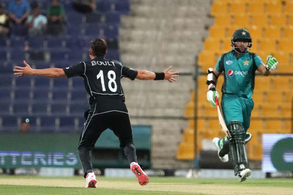 Trent Boult Hat Trick Leads New Zealand Comprehensive Odi Win Over Pakistan
