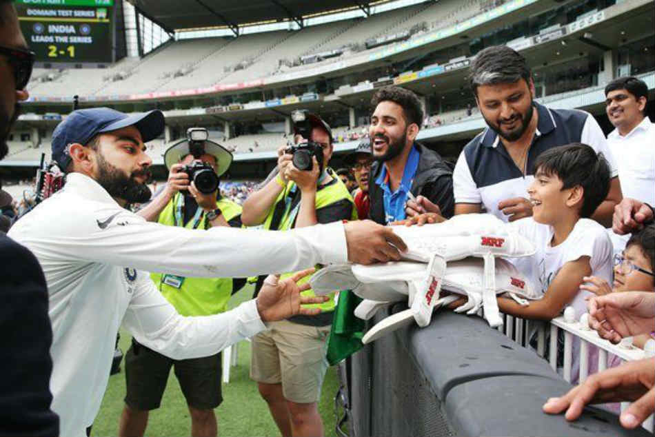 Watch Virat Kohli Brightens Up Young Fan S Day Gifting Him His Pads