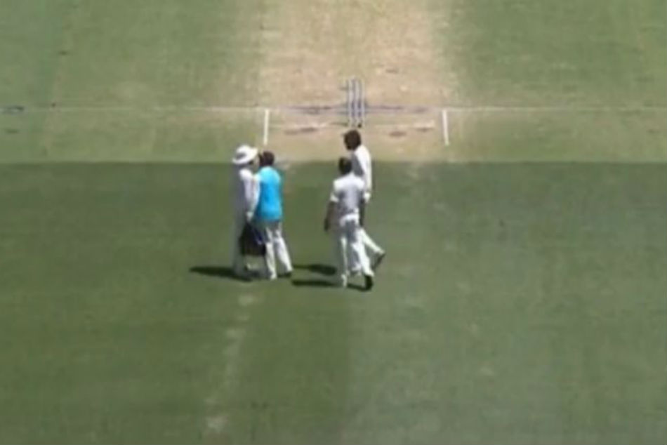 War Words Ishant Jadeja Fight With Eachother On Field